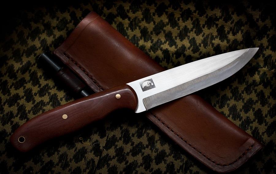 Steel dive knife